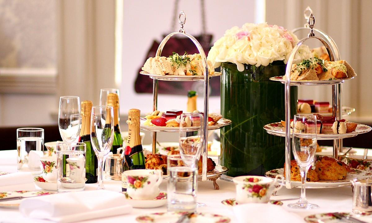 Onwijs High tea organiseren - 4 tips voor een gezellige middag - Leukegeit KV-41