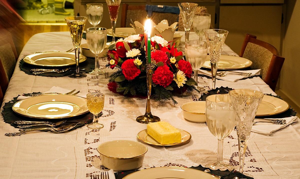 Kerst Tafel Decoratie : 6 tips voor het dekken van de kersttafel leukegeit