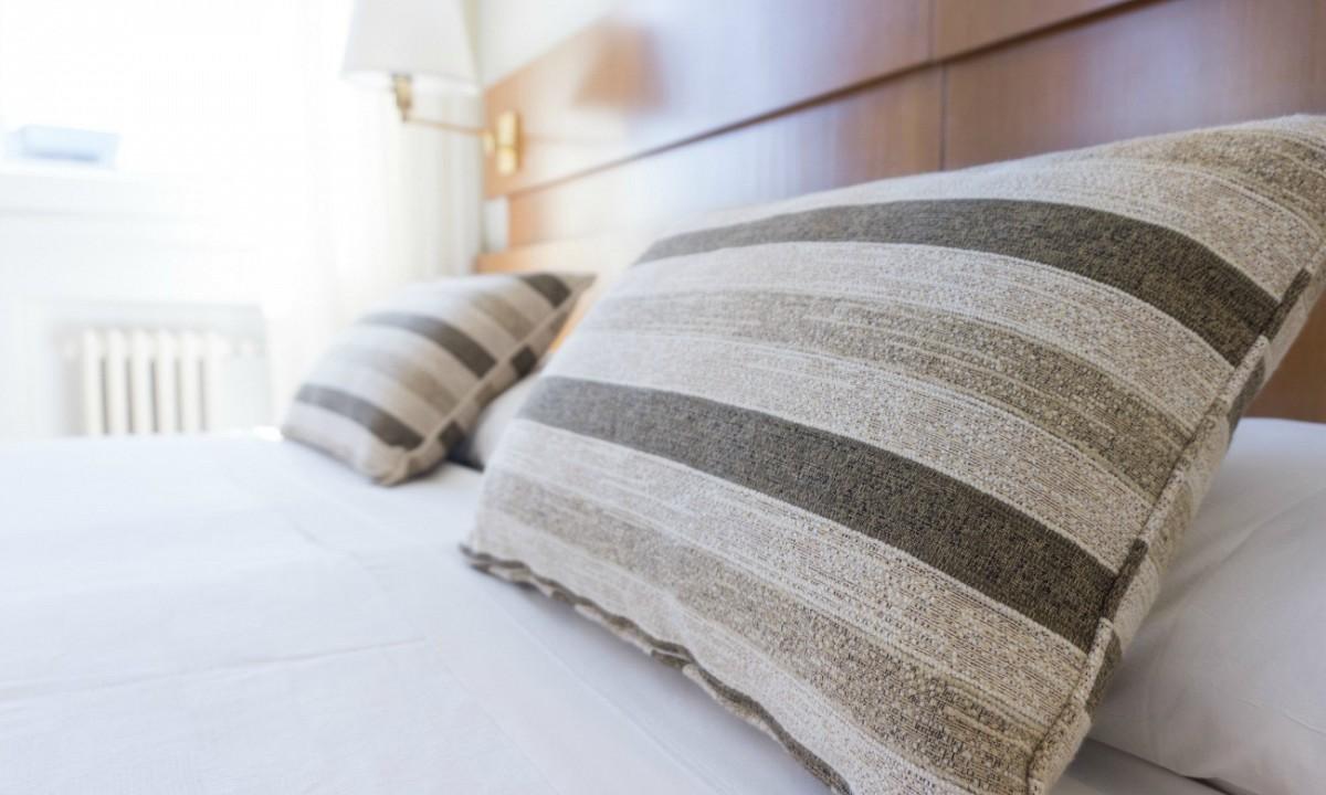 Rustige Slaapkamer Ideeen : 7 tips om je slaapkamer in één keer een stuk romantischer te maken
