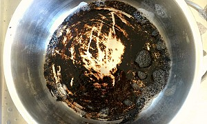 Stoffen bank schoonmaken met baking soda