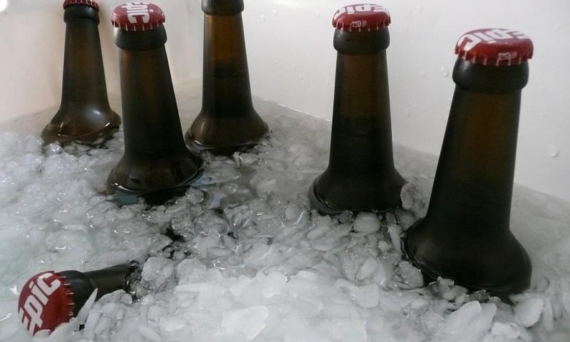 Zo koel je je drankjes razendsnel – Vergeten koelmethode