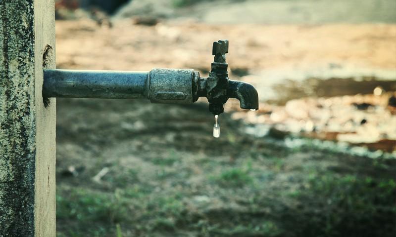 7 ongebruikelijke manieren om drinkwater te besparen