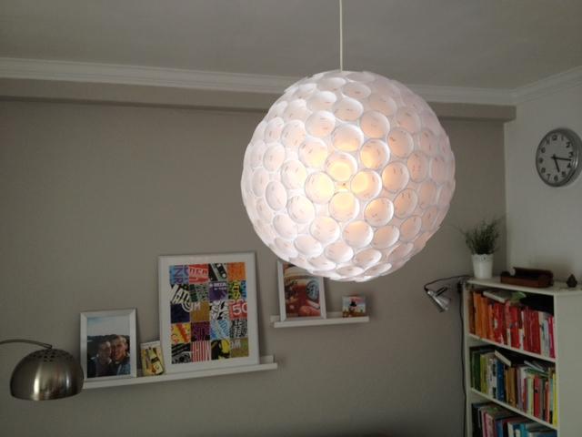 Maak je eigen lamp met plastic bekers