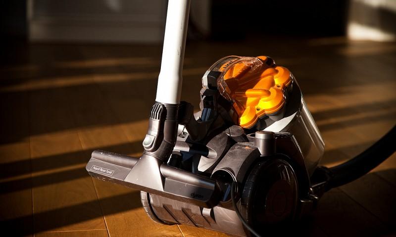 Stofzuiger reinigen – voor als je stofzuiger stinkt en niet goed meer zuigt