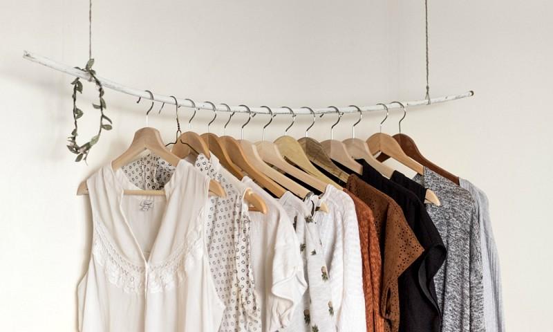 6 tips voor meer ruimte in je kledingkast