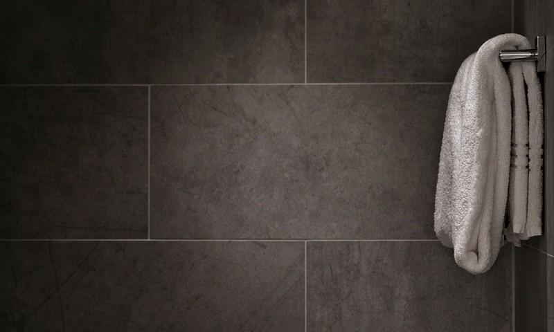 Badkamertegels schoonmaken