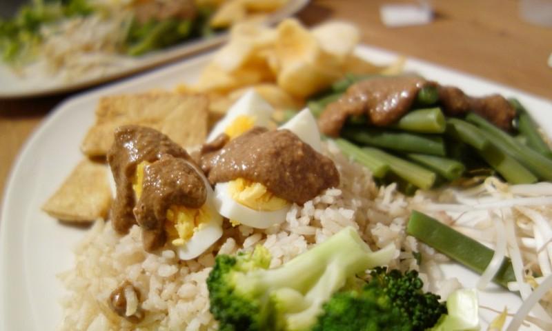 Groentegerecht gado gado met tofu
