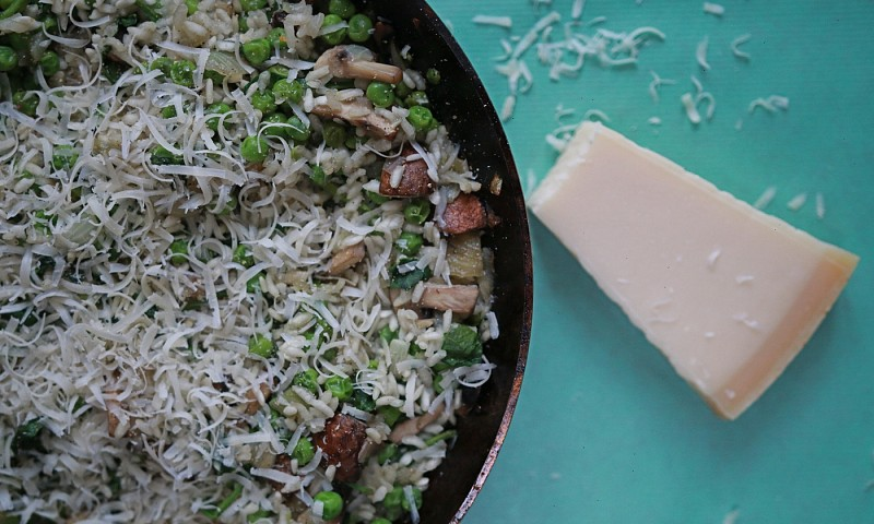 Makkelijke risotto uit de oven – met kastanjechampignons & doperwten