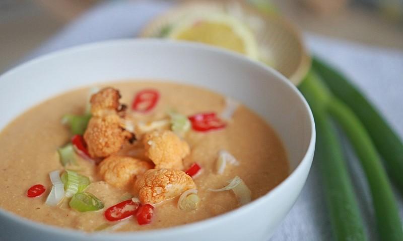 Makkelijke bloemkoolsoep met rode curry