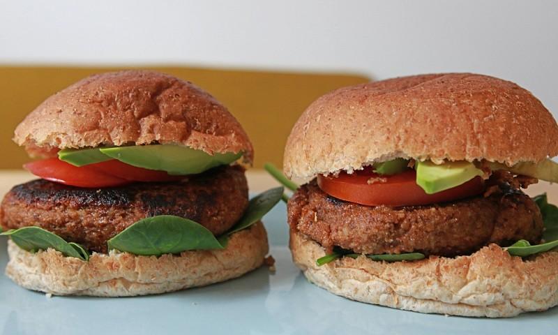 Lekkere vegan burger van walnoten en champignons