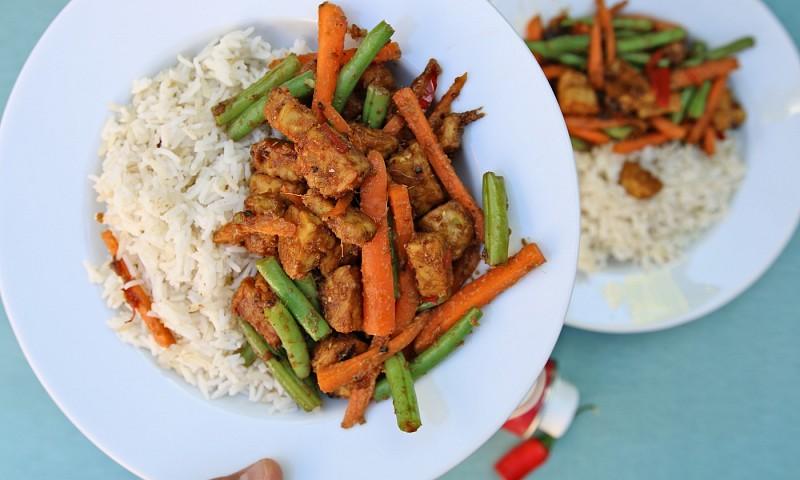 Gebakken tempeh recept met roergebakken groente