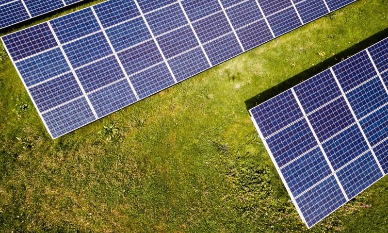 Dit is het verschil tussen zonnepanelen huren of kopen (alle voordelen en nadelen op een rij)