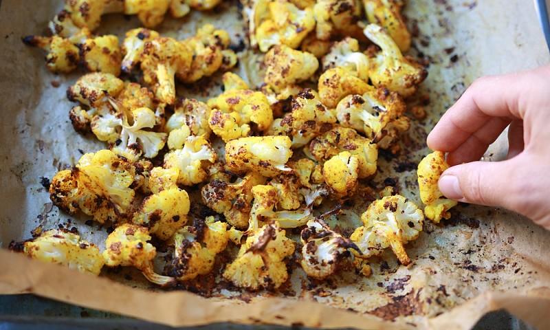 Het lekkerste recept voor bloemkool uit de oven (+ variaties en tips!)
