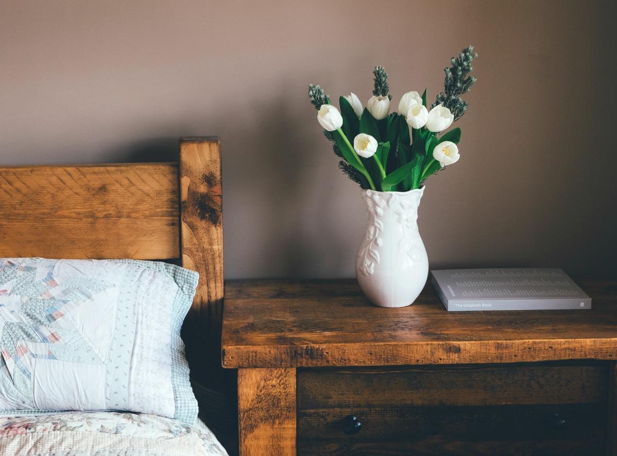 Grote woonkamer indelen & inrichten - 6 tips - Stofzuigerzen