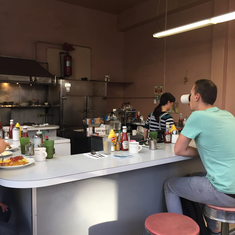 Ontbijt Golden Coffee Shop