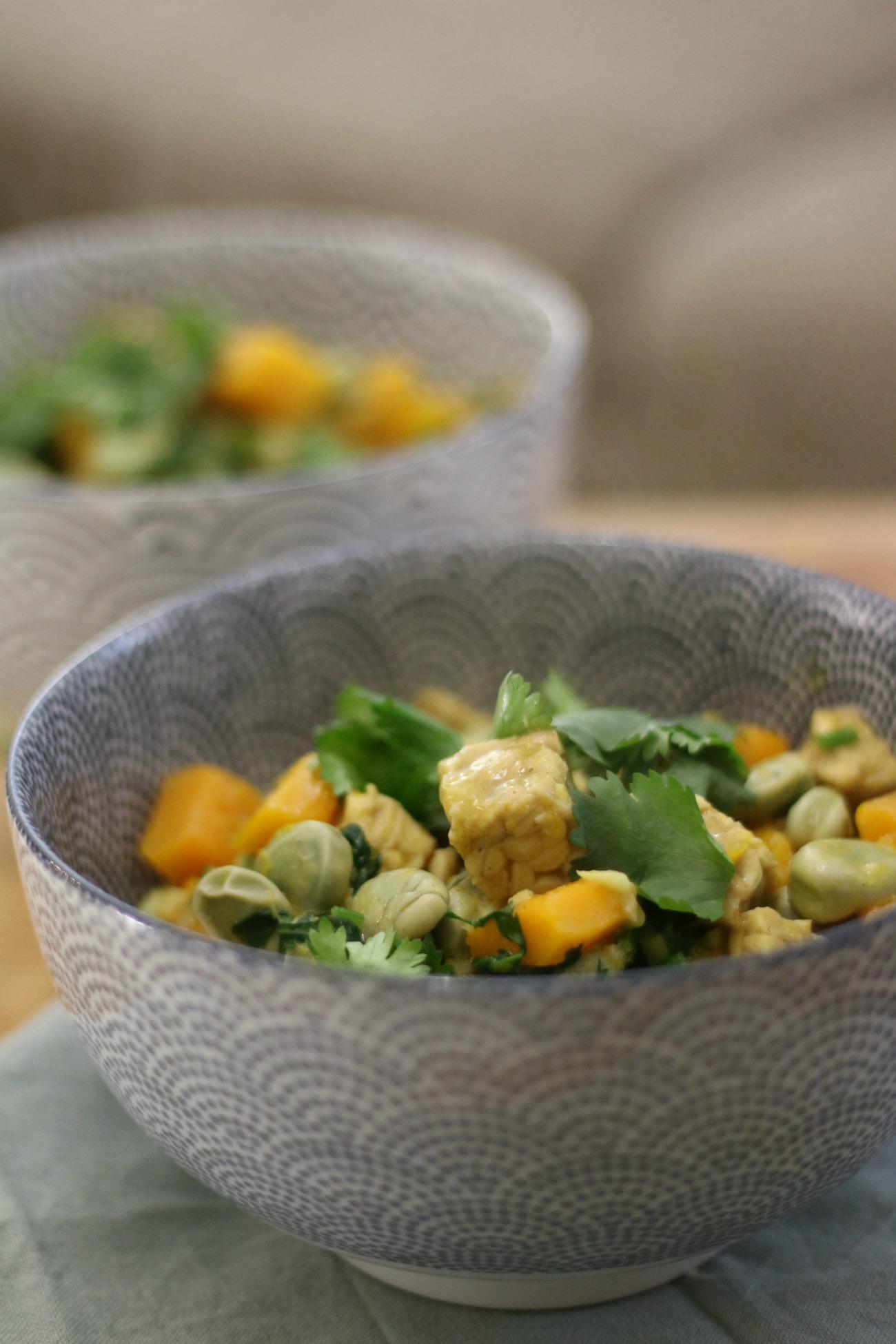 vegan curry met pompoen en tempeh