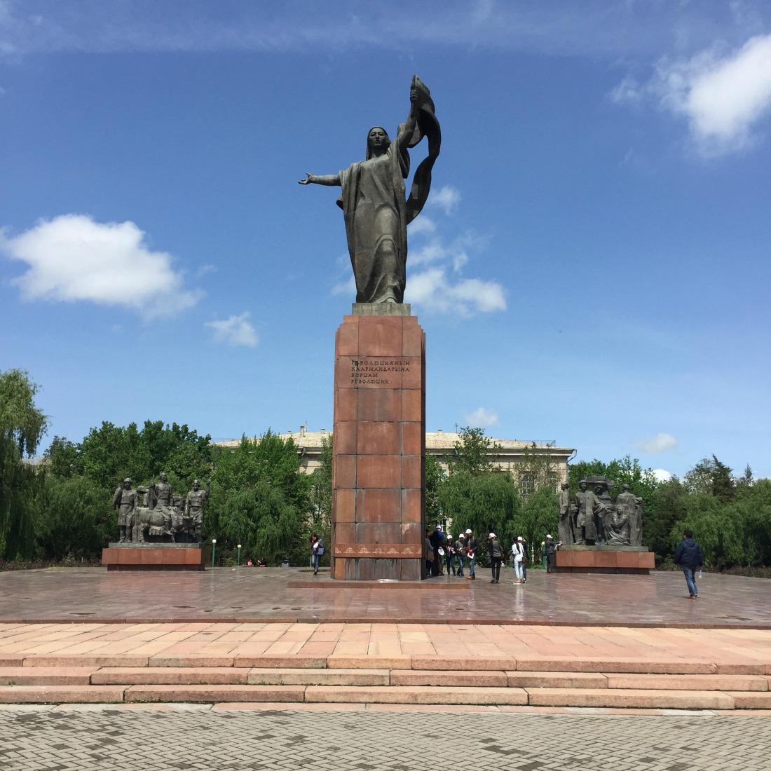 standbeeld in Bishkek