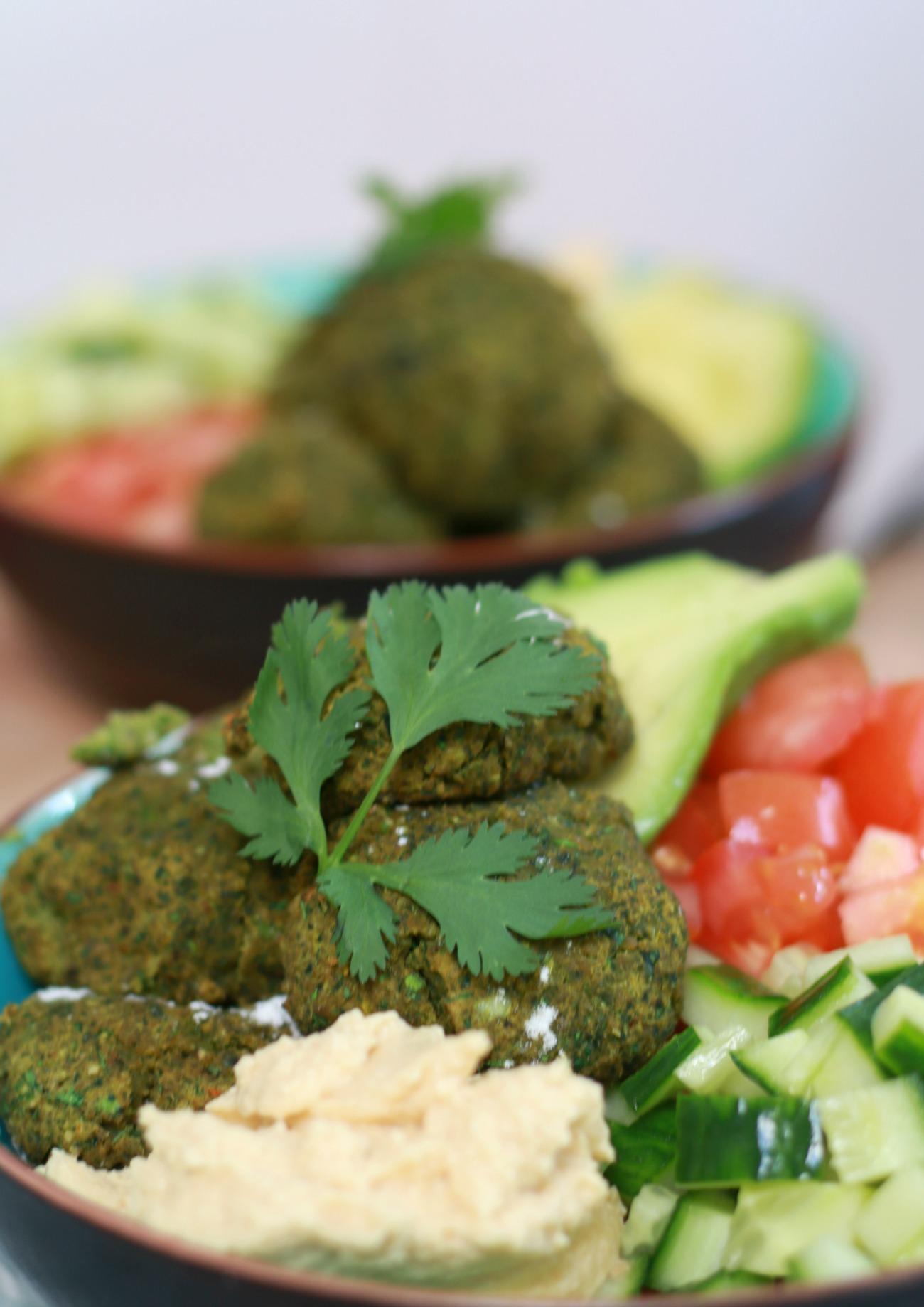vegan bowl met falafel en quinoa recept