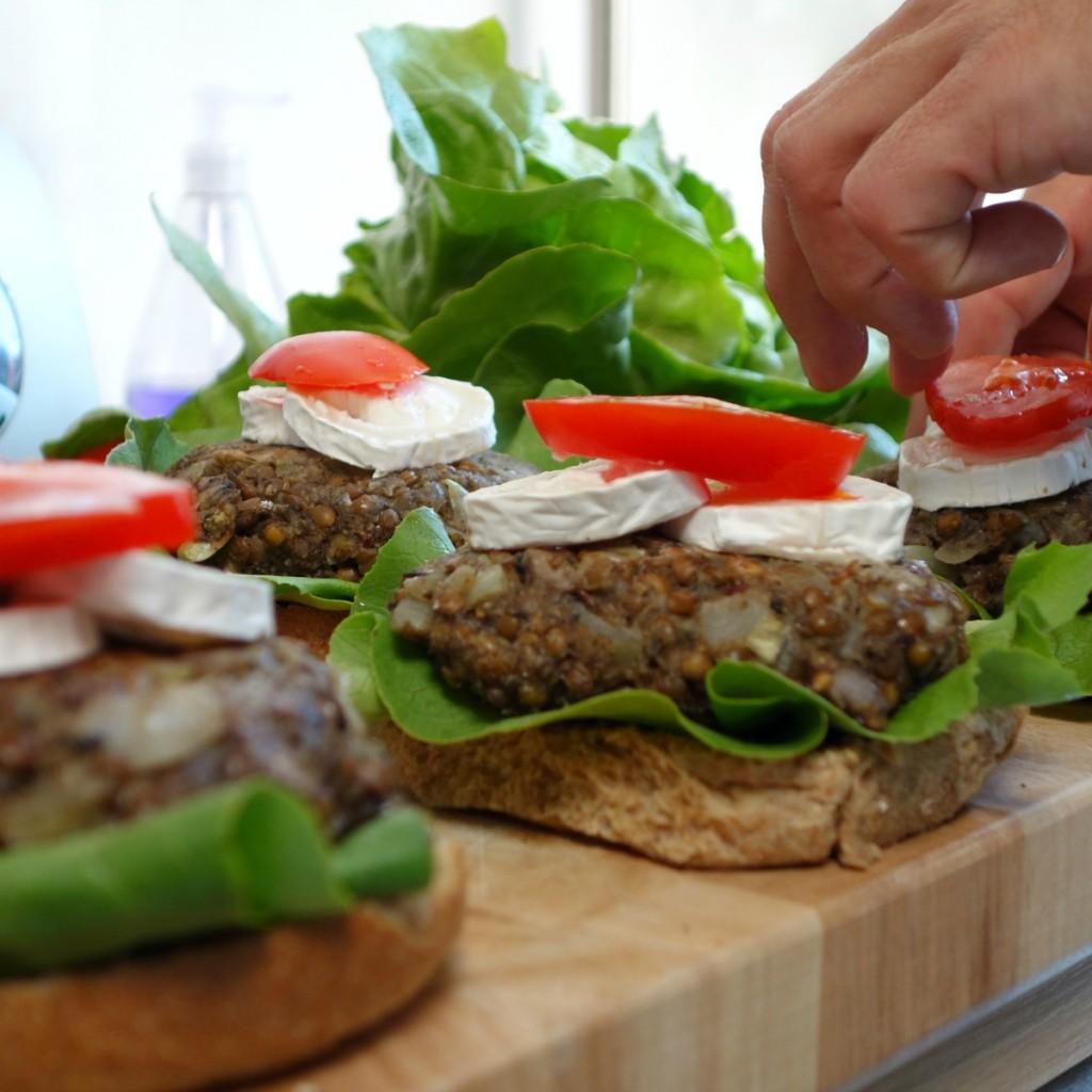 vegaburger recept van linzen en champignons