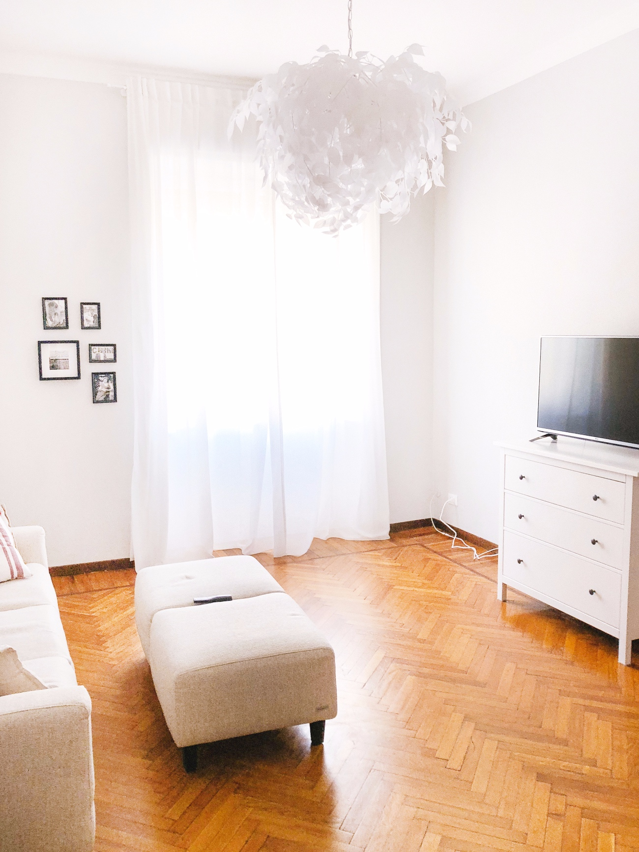 Gebruik lichte meubels voor meer daglicht in huis.