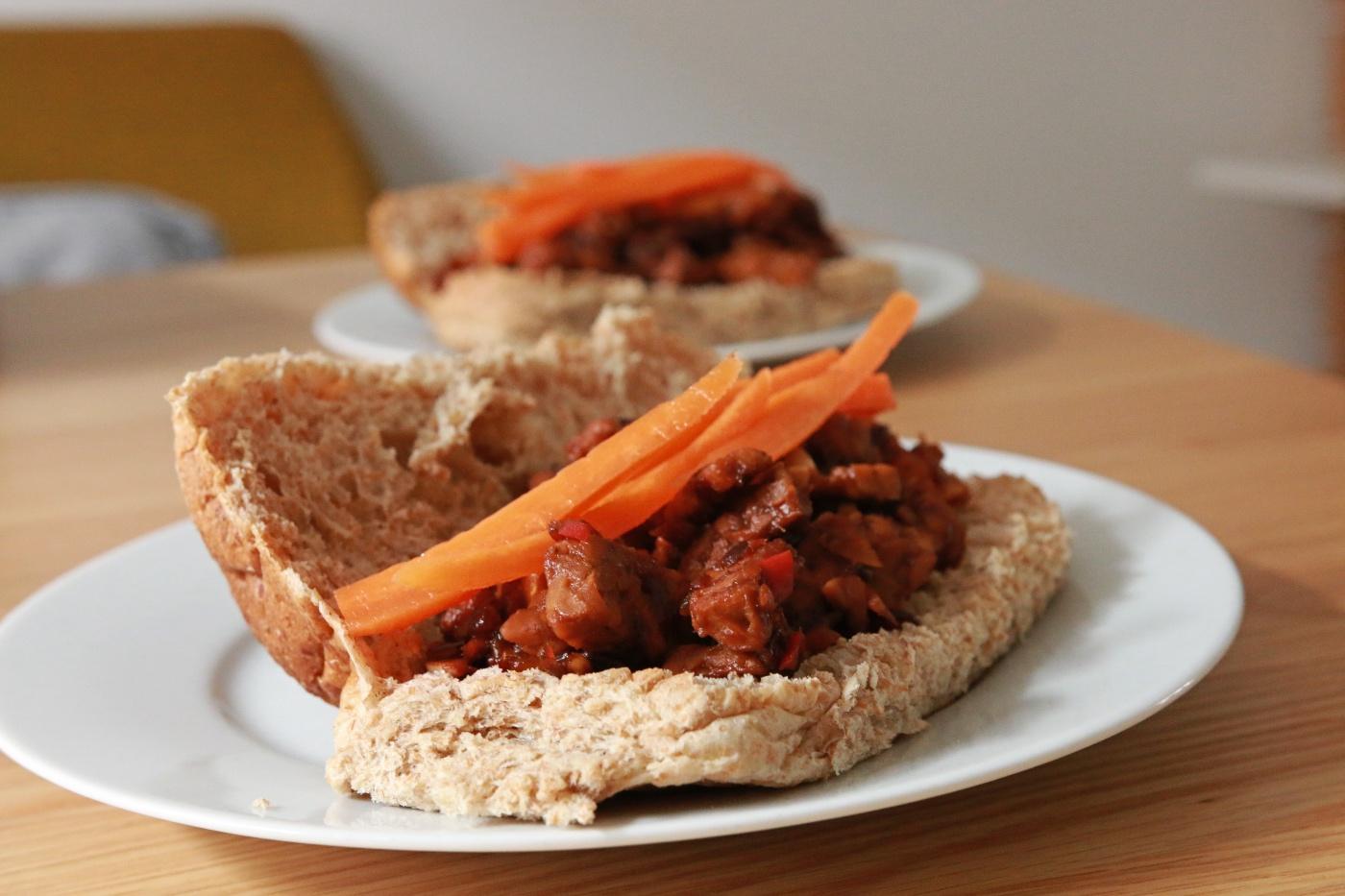 Vegan broodbeleg - broodje tempeh