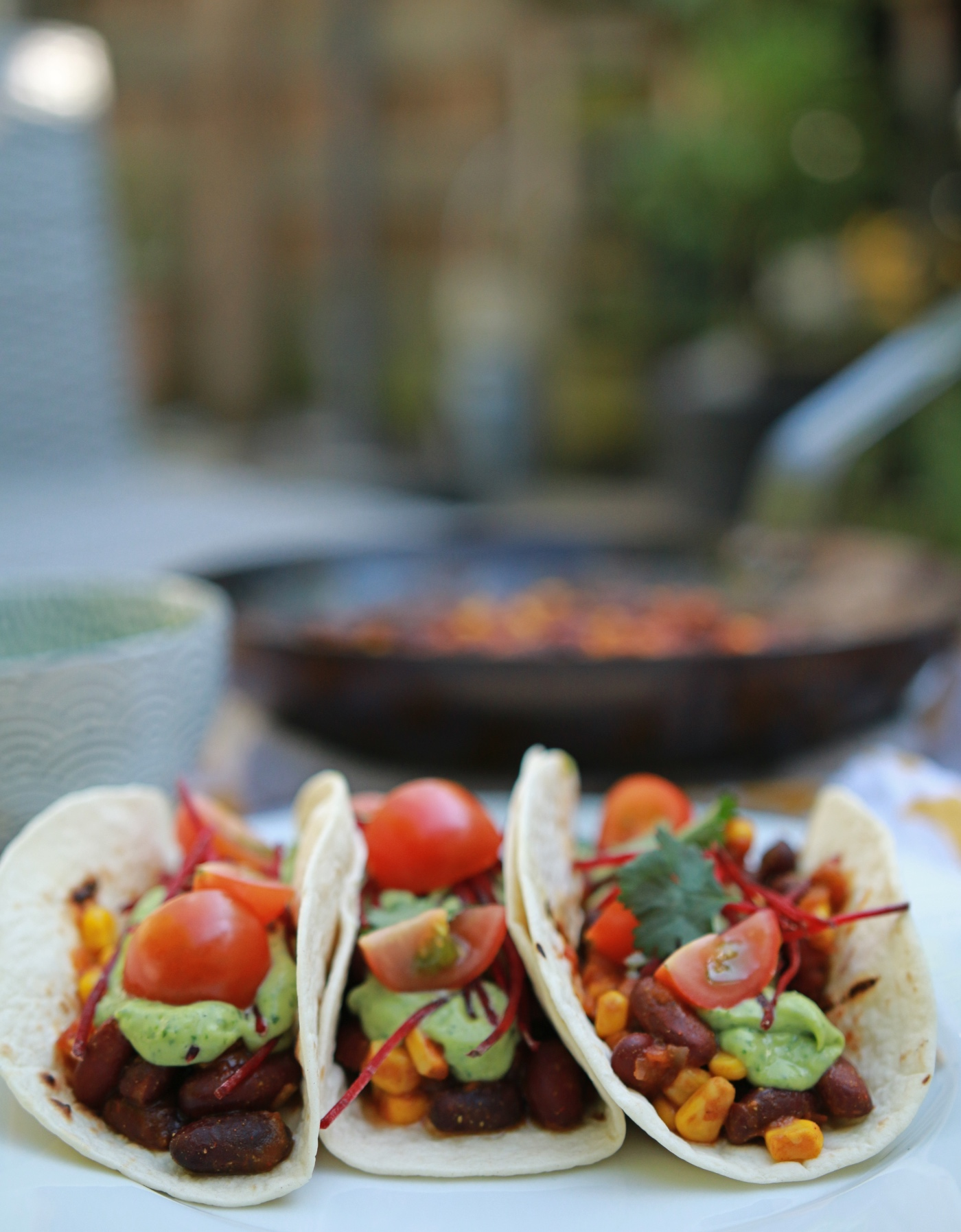 Taco's met een vulling van kidneybonen, mais en een frisse guacamole