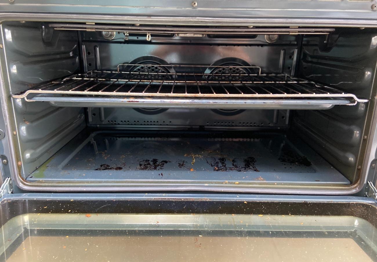 Vieze oven schoonmaken