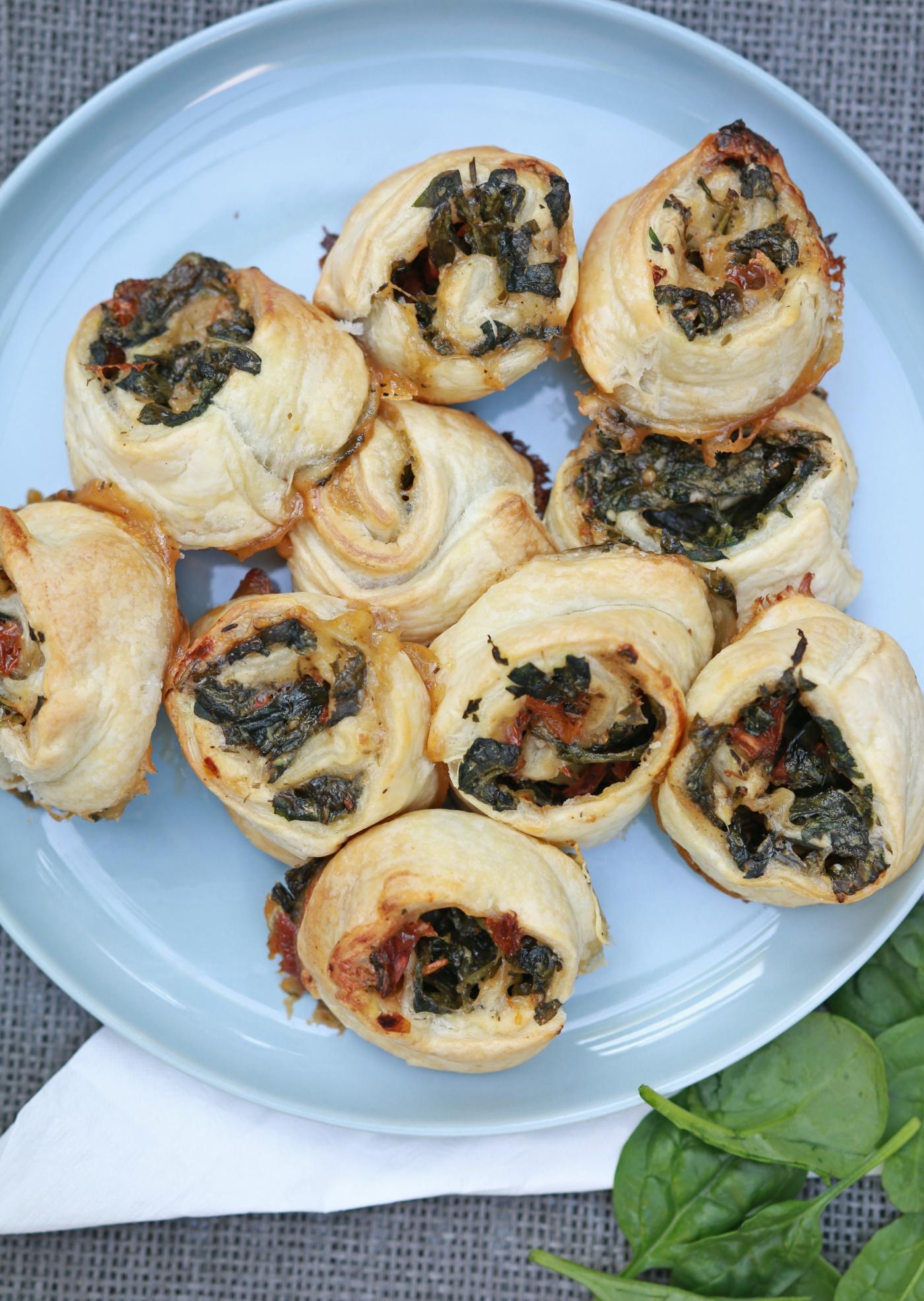 Borrelhapjes - Spinazie bladerdeeghapjes recept