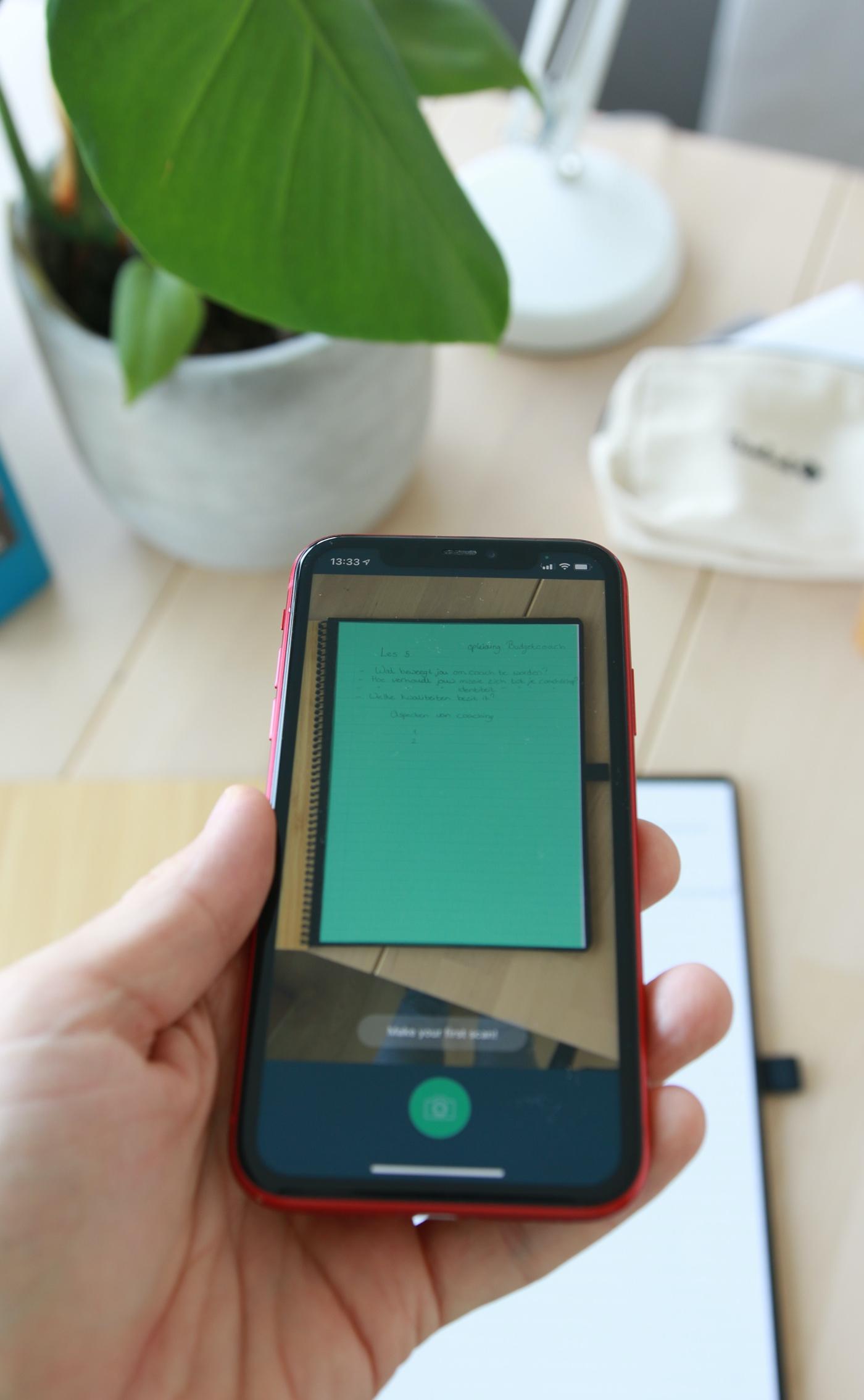 Met de Bambook app kun je makkelijk pagina's scannen (zoals huiswerkopdrachten of boodschappenlijstjes).