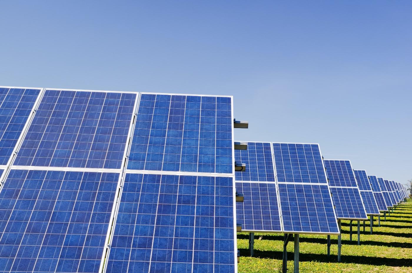 Verschil tussen zonnepanelen kopen of huren